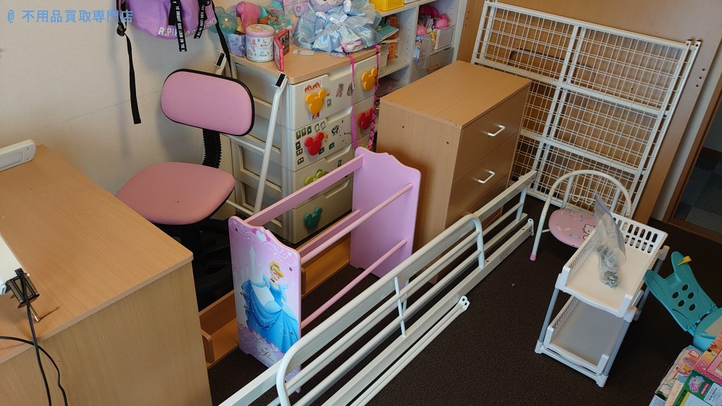 【丸亀市中府町】子供部屋の模様替えに伴う勉強机などの処分と回収